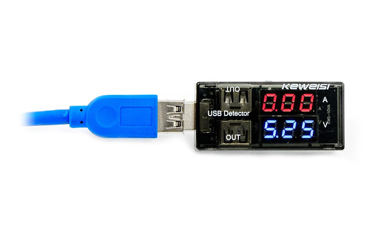 USB tester k měření napětí a proudu USB portů a úbytků a ztrát v USB kabelu