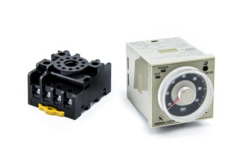 Časové relé OMRON H3CR-A 240AC/100-125DC 0,05s - 300h